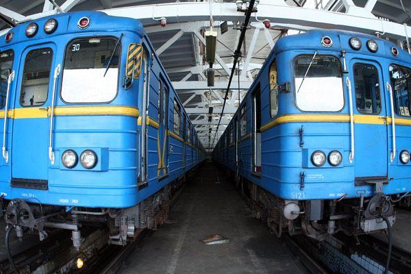 Некоторые вагоны возят киевлян десятки лет