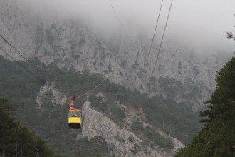 Вагончик на канатной дороге на горе Ай-Петри, иллюстрация