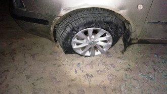 Беглец остановился только тогда, когда пули попали в колесо авто.