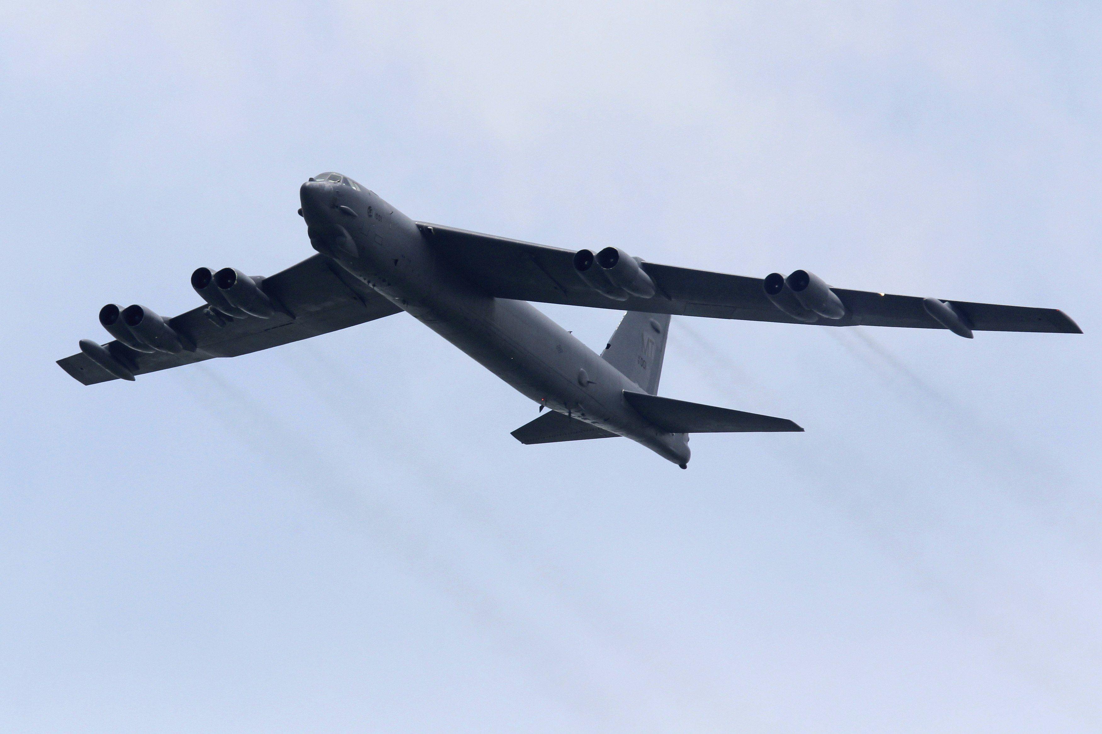 Пентагон перебросил в Великобританию B-52