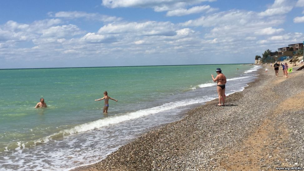 Пустые пляжи Крыма, иллюстрация.