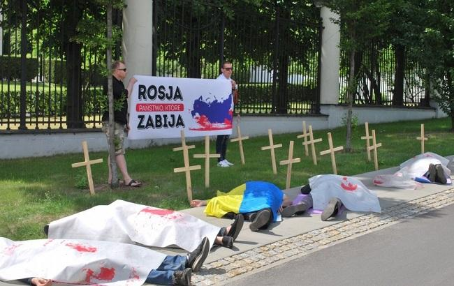 Флешмоб у посольства РФ в Варшаве