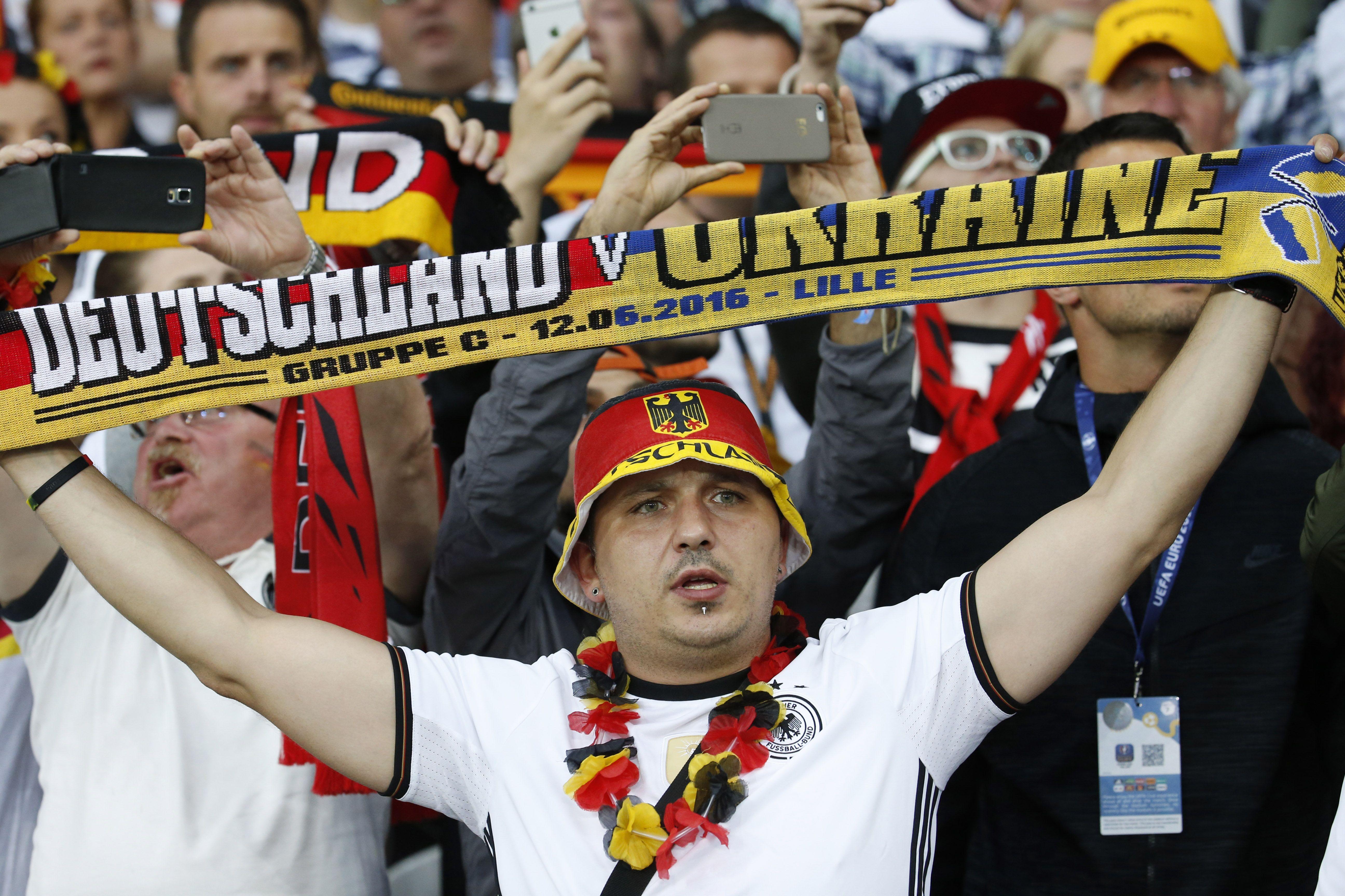 Фаны на битве сборных Украины и Германии