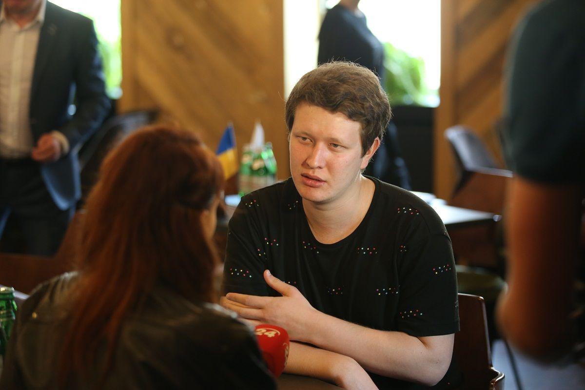 Режиссер Нариман Алиев общается с журналистами
