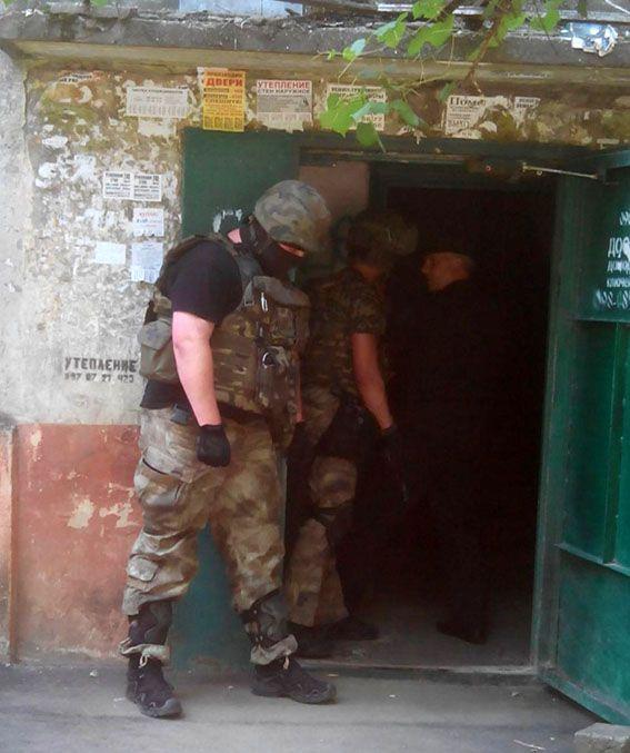 В Мариуполе сдался стрелок, бросивший в полицейских гранату