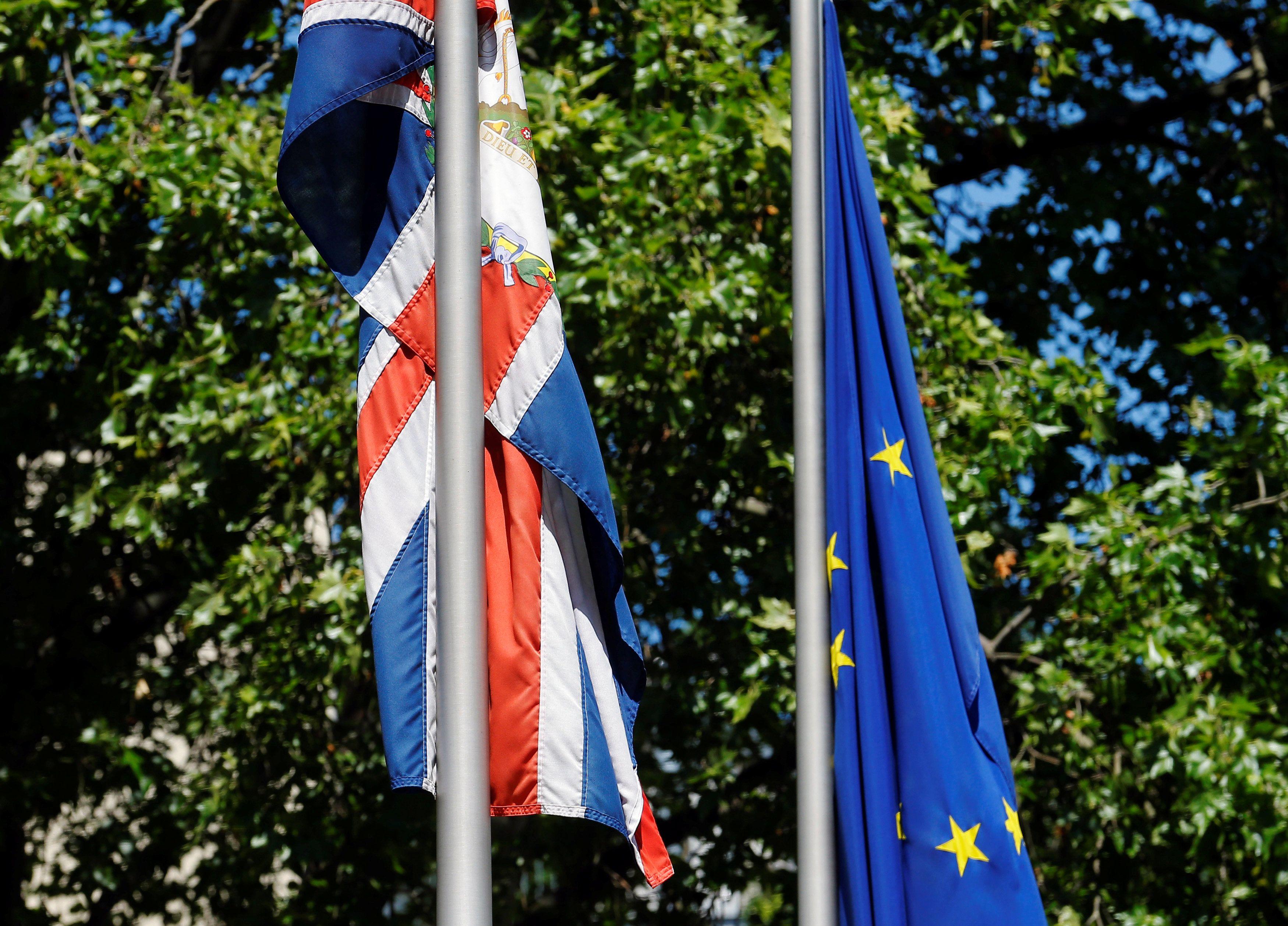 Флаги Британии и ЕС, иллюстрация