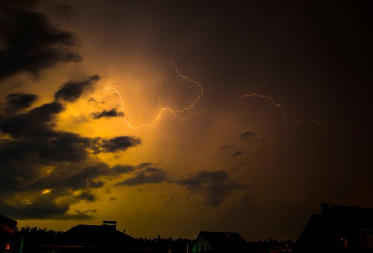 Погода в Украине — В четверг в ряде областей Украины будут значительные дожди и грозы, предупредили синоптики