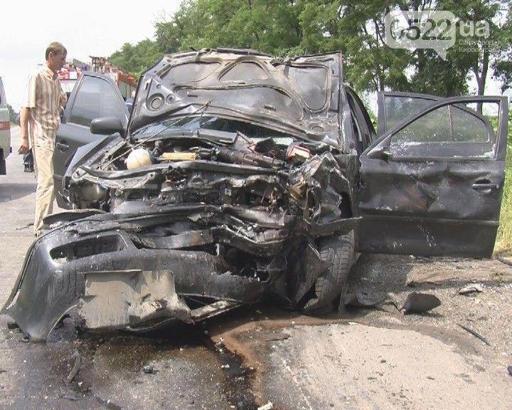 ДТП на Кировоградщине: есть жертвы и пострадавшие, опубликованы фото и видео с места трагедии