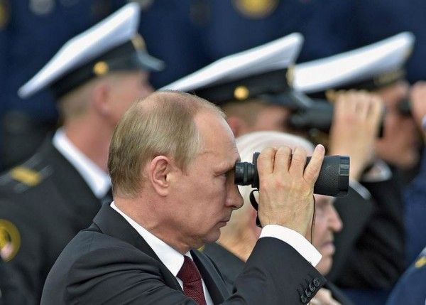 Путин, бинокль
