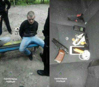 Мужчину отвезли в Соломенский участок полиции.