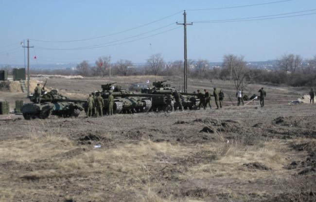 Переброска танков на территории Донбасса, иллюстрация.