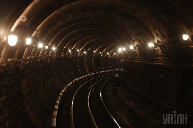 Тоннель в столичном метро, иллюстрация