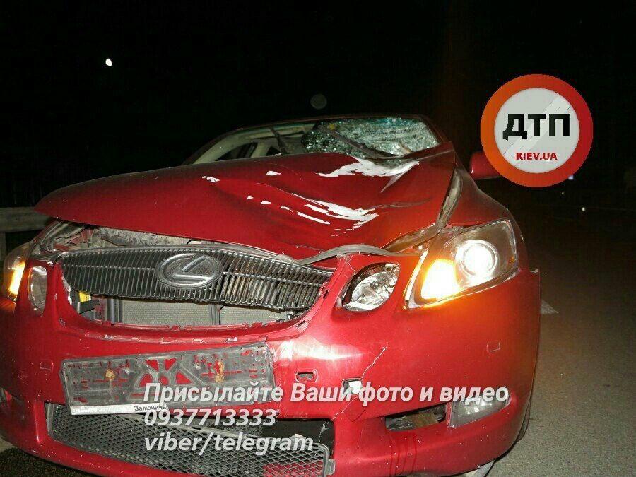 Lexus сбил пешехода на