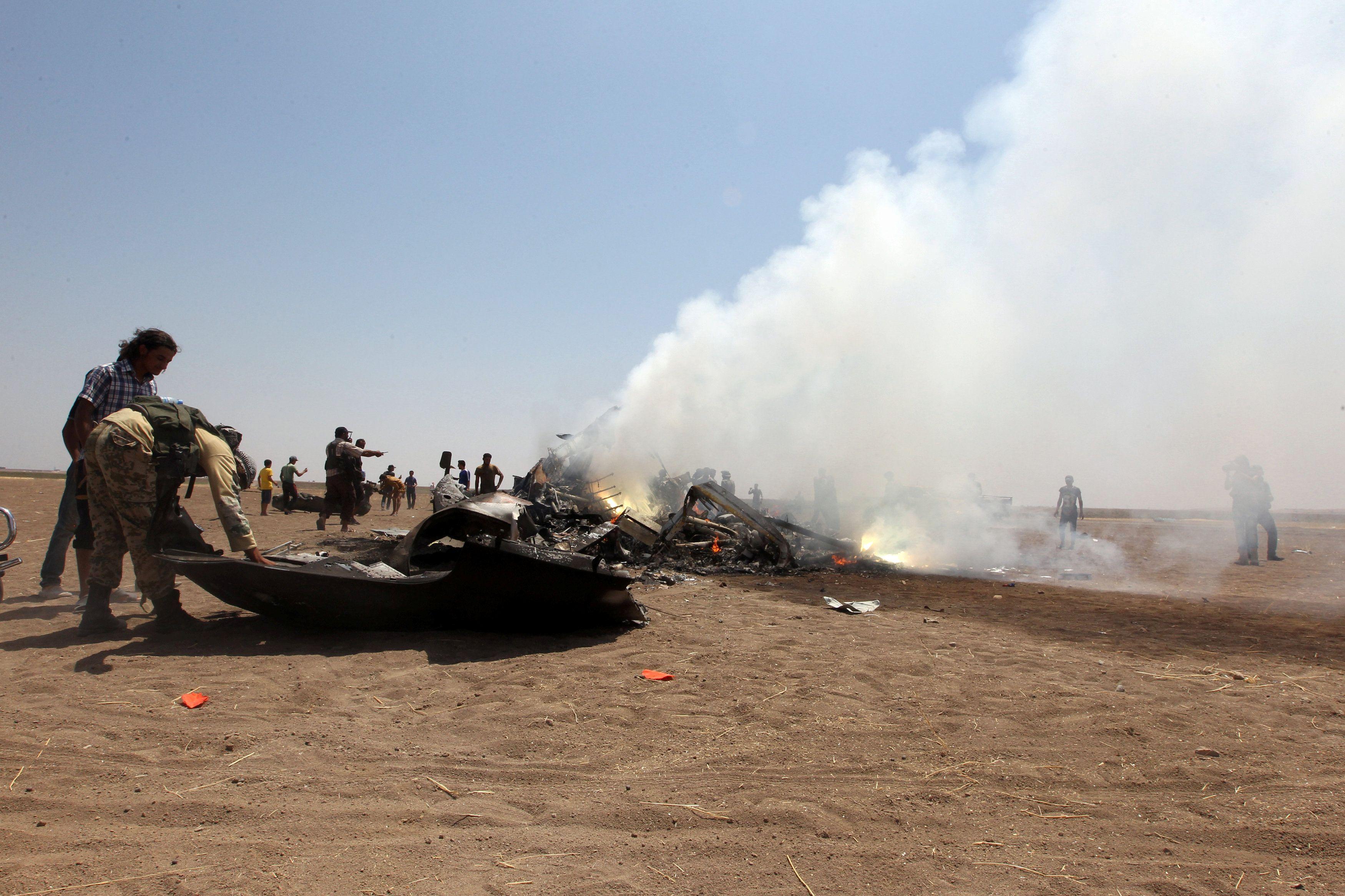 Cбитый в Сирии российский вертолет Ми-8.
