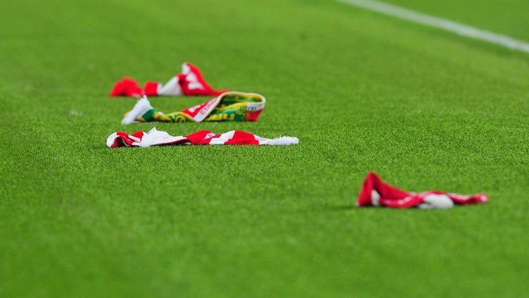 Спартаковские шарфы на поле