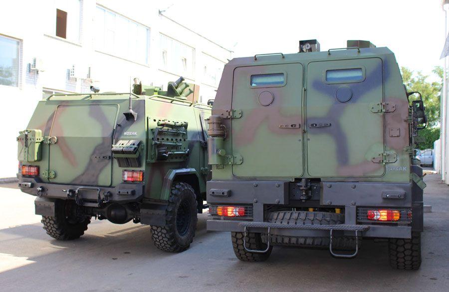 """""""Козак-001"""" (справа) и """"Козак-5"""""""