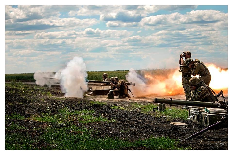 Силовики ведут огонь из станкового гранатомета