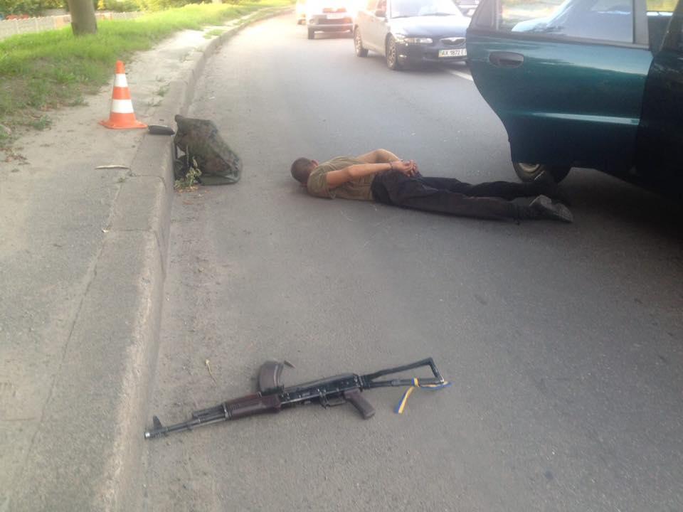 В Харькове пьяный военный устроил стрельбу в такси: дезертир задержан, опубликованы фото