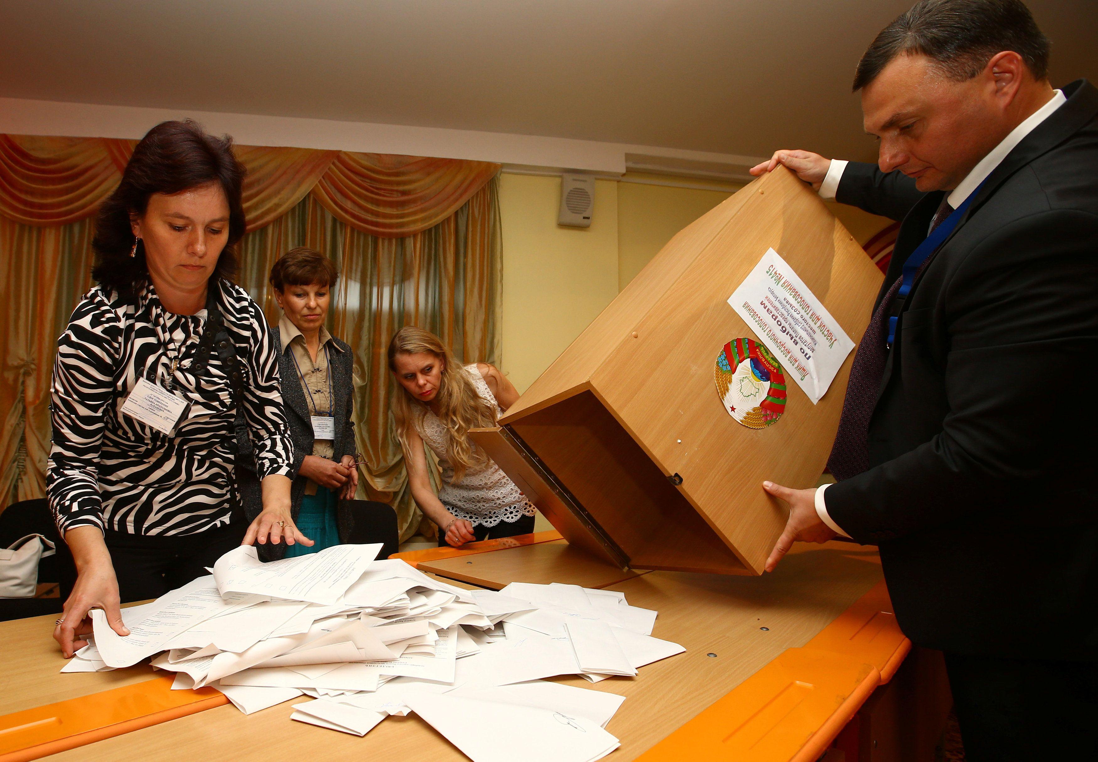 Подсчет голосов избирателей на выборах в Беларуси