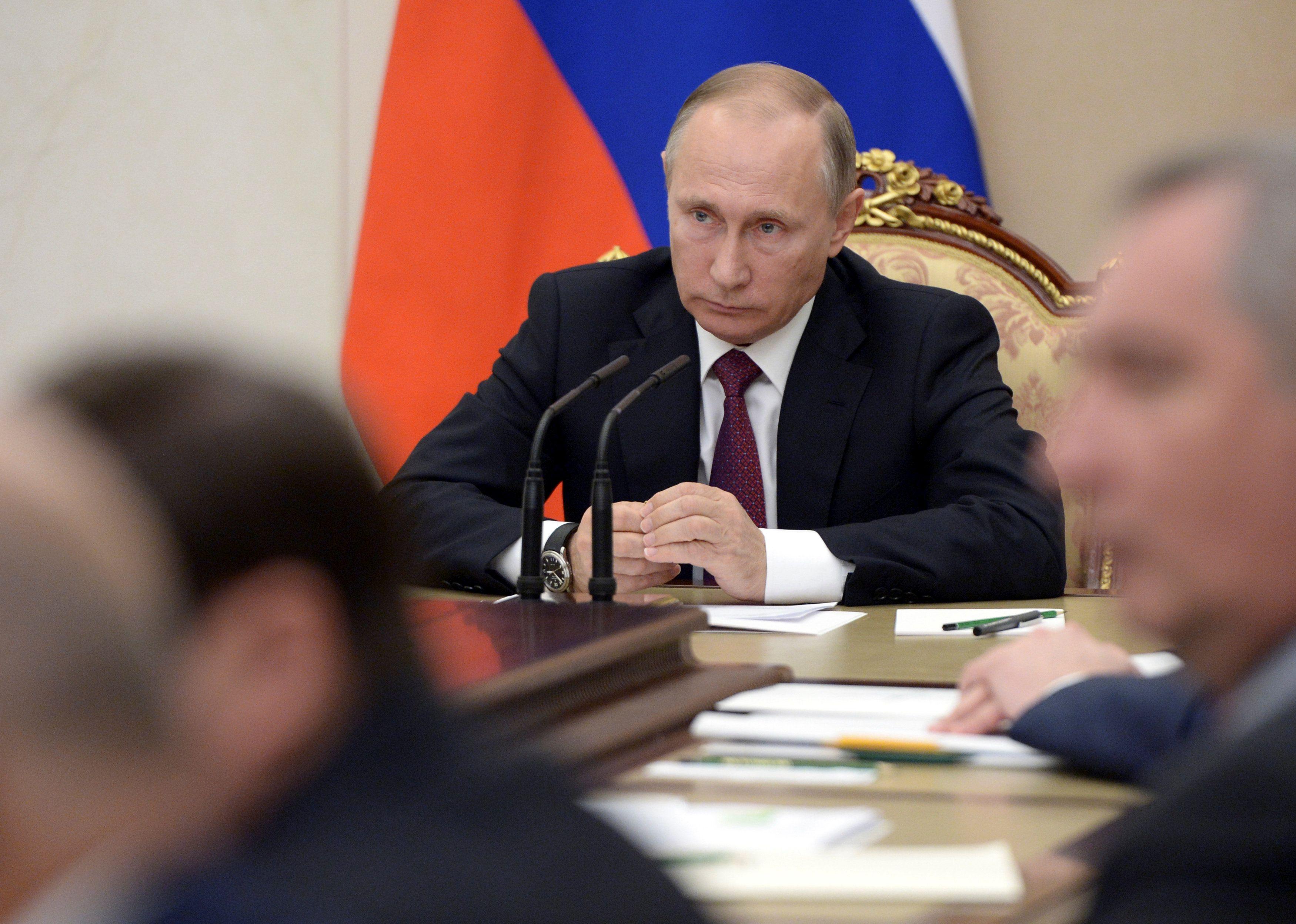 Журналист объяснил задачи путинского окружения
