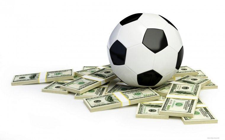 футбольный мяч, доллары, деньги
