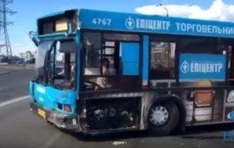 В Киеве автобус протаранил кафе