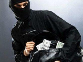 На Херсонщине неизвестные в масках напали на автобус и ограбили пассажиров, банду нашли в Одессе