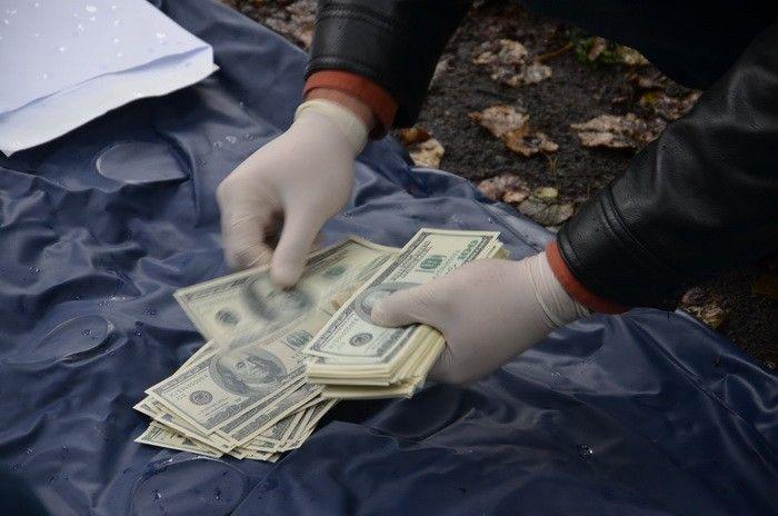 Чиновник требовал деньги у киевского предпринимателя