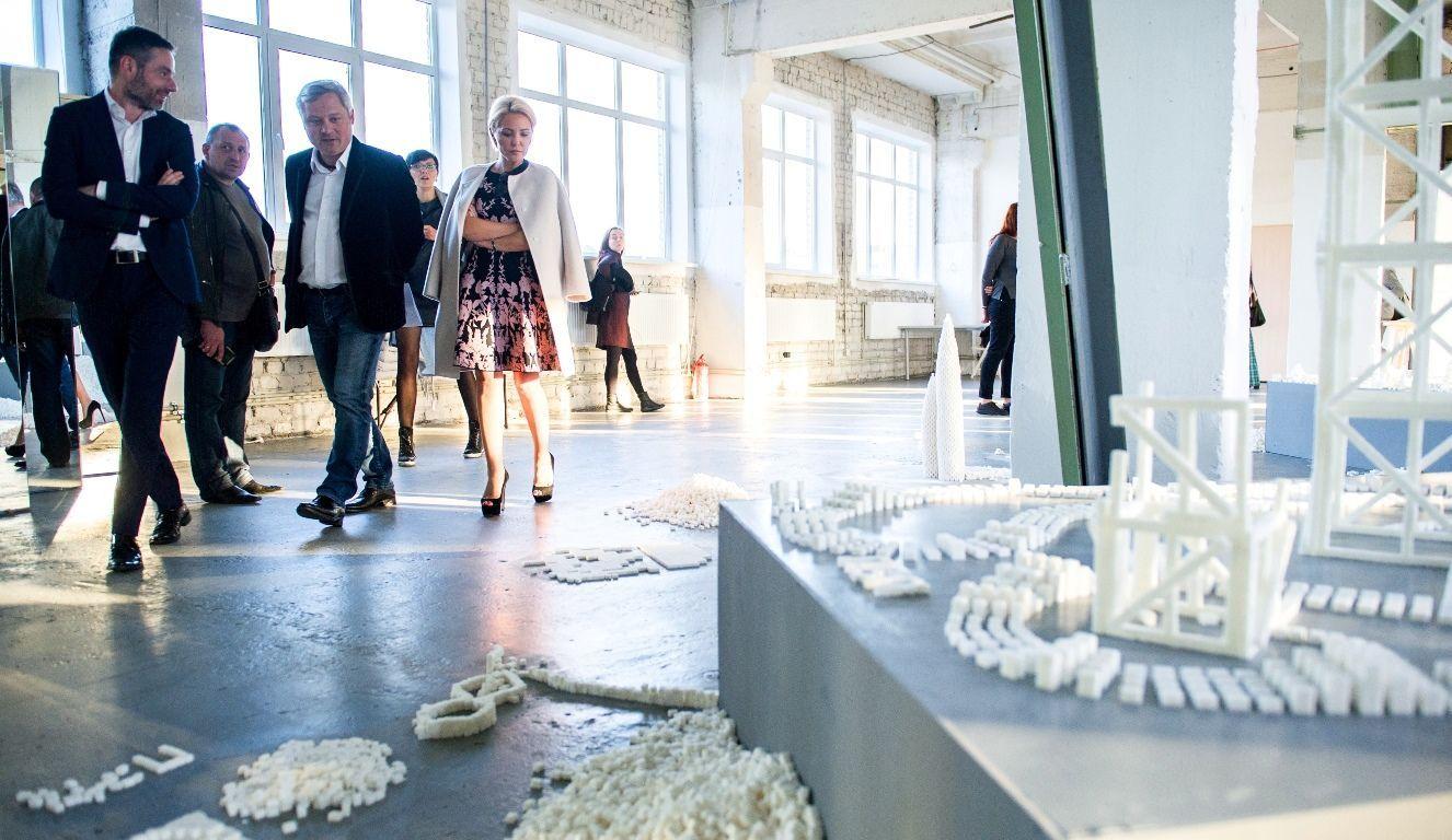 Гости церемонии награждения стали участниками арт-экспозиции