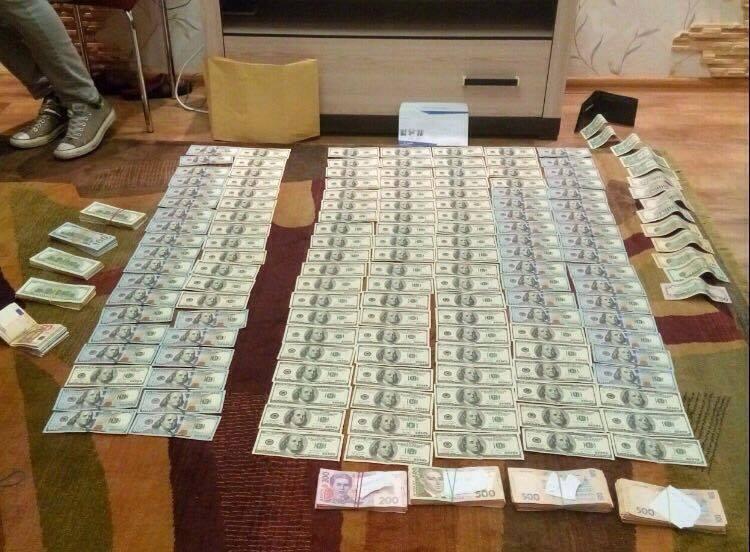 У пойманного на взятке судьи нашли десятки тысяч долларов