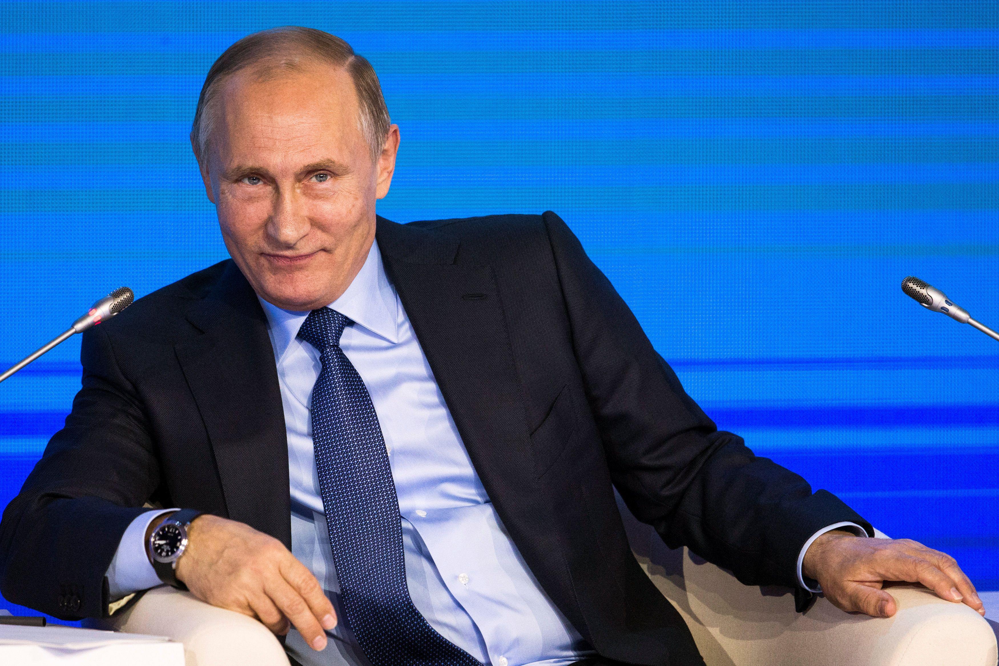 Путина встретили популярной песней ультрас