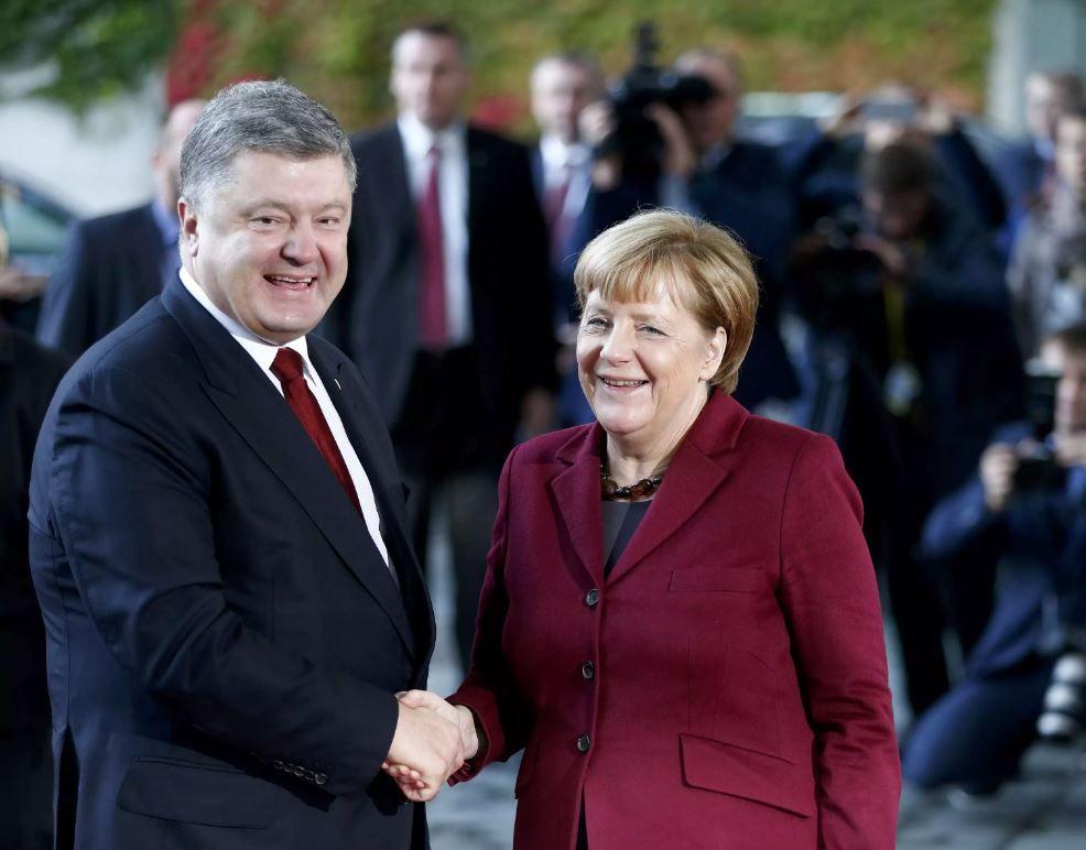 Порошенко провел переговоры с Меркель