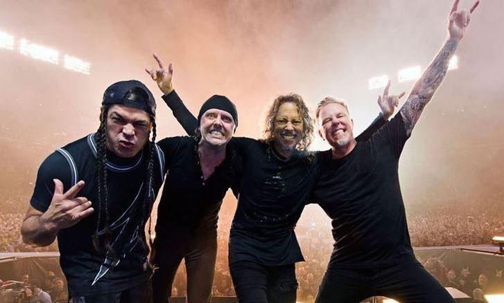 Metallica внезапно запела на русском