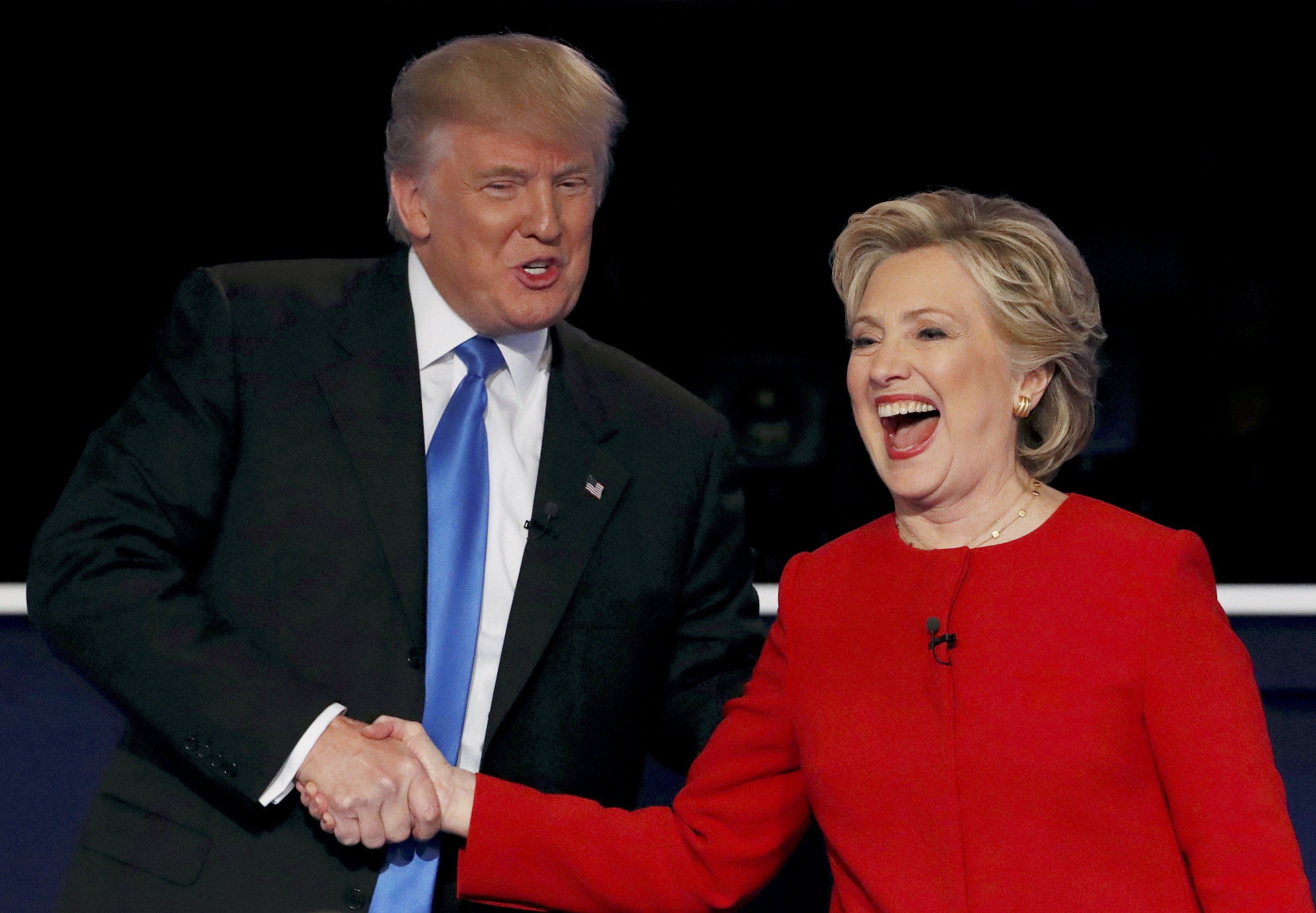 Трамп обвинил Хиллари Клинтон в сговоре с РФ