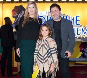 Виктория Галушка с мужем Александром Цекало и старшей дочерью