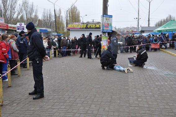 Угрожали гранатой и револьвером. В Николаеве задержали вооруженных бандитов, опубликованы фото