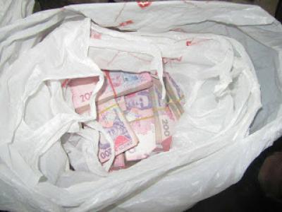 На КПП под Мариуполем в авто нашли два миллиона