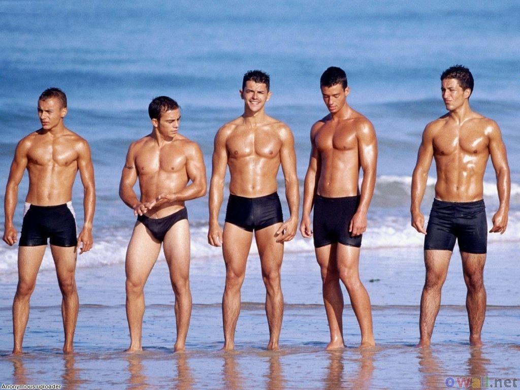 Молодые мужчины на пляже, иллюстрация
