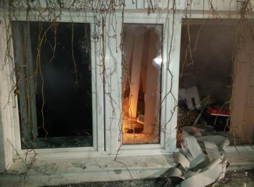 Разбитое окно в офисе