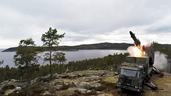 Швеция направляет на остров установки Kustrobotbatteri 90.