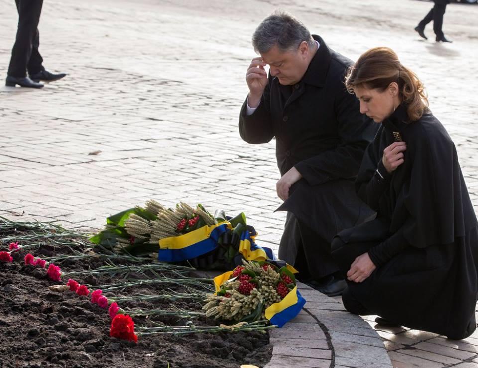 Первые лица государства призвали украинцев почтить память жертв Голодоморов и зажечь свечу