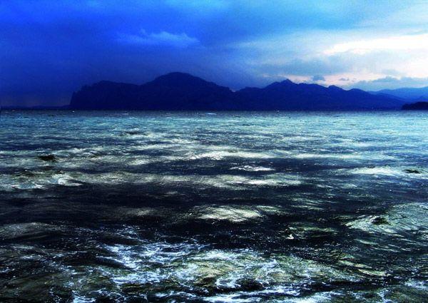 В августе очень ярко светится Азовское море.