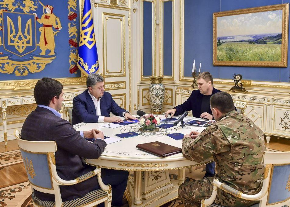 Порошенко провел совещание с представителями силовиков.