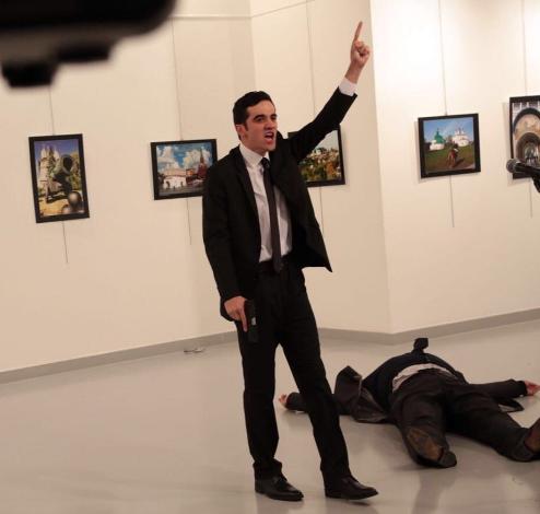 Возможный злоумышленник и убитый посол