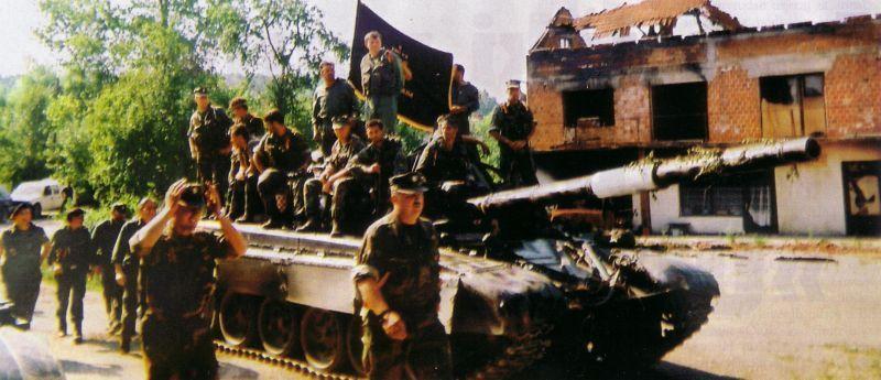 Хорватский генерал Марекович перед встречей с мусульманскими силами в Тржачка-Раштеле