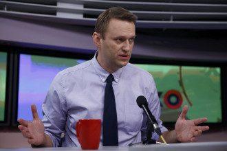 Політолог розкрив можливі цілі отруєння Навального – Навальний отруєння