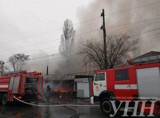 Пожар на рынке в Киеве