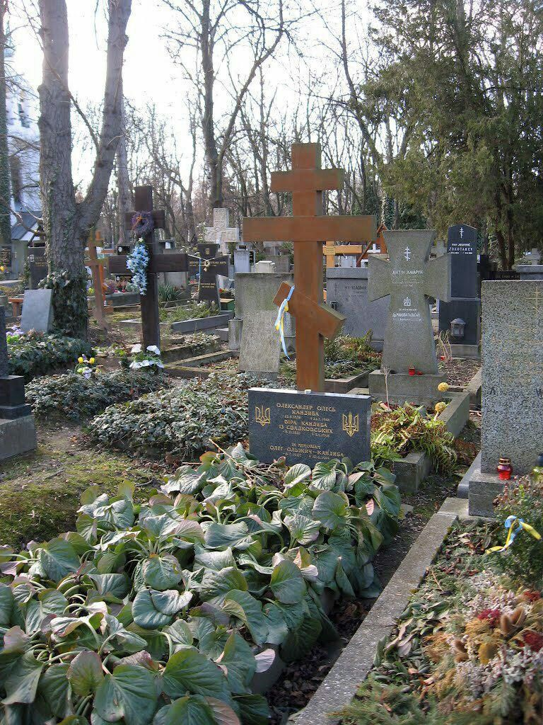 Где будут перезахоронены останки Олеся и его жены неизвестно.
