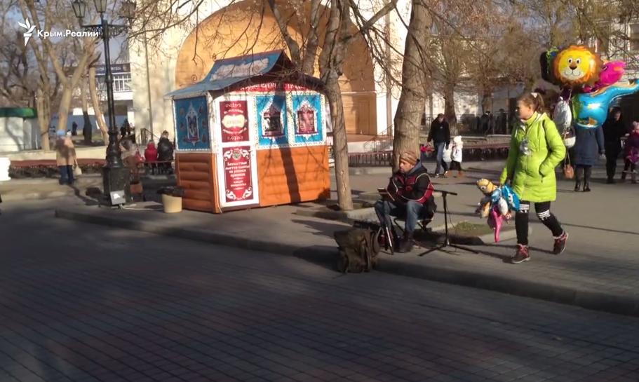 Уличный артист в центре города