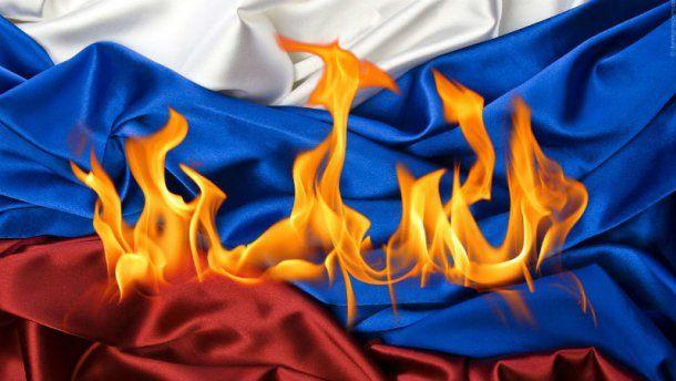 В центре Севастополя жгли российский флаг